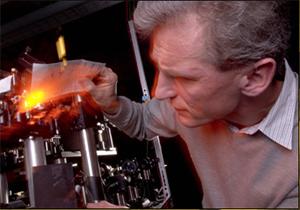 Professor Wolfgang Ketterle blocks laser with paper
