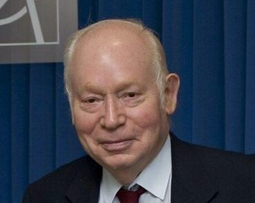 Headshot of Steven Weinberg